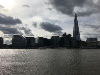On the other side of the Themse you can spot the City Hall and the Shard - welcome back to the 21st century!