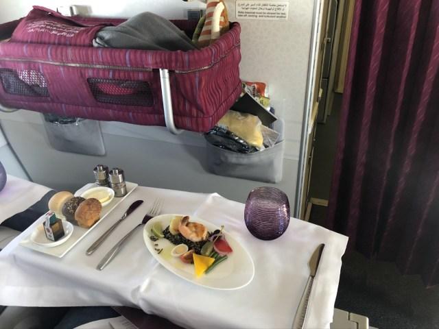 Quatar Airways Airbus A320 Business Class Dinner und Baby Bassinet