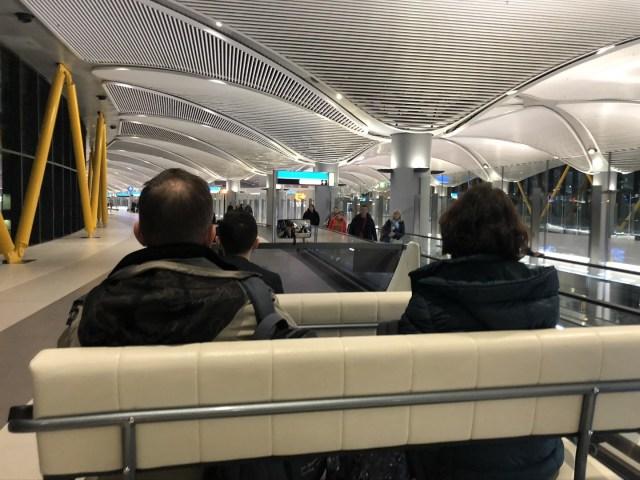 Shuttle für Passagiere mit längeren Wegen auf dem neuen Flughafen Istanbul