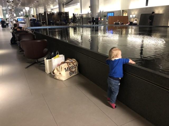 Doha Airport Mourjan BUsiness Lounge mit riesigem Wasserbecken