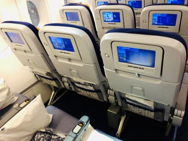 Sitzabstand in der Lufthansa Airbus A380 Economy Class