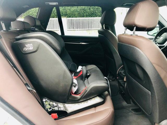 Britax Römer Advansafix Z-Line Kinder Autositz mit Isofix sicher und stabil im Auto montiert