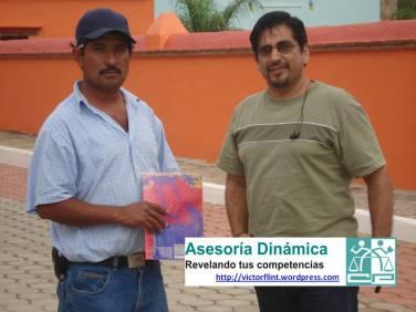 Melesio Chávez y Víctor Flint Flores Hernández en Andador Turístico en Santo Tomás Jalieza, Oaxaca.