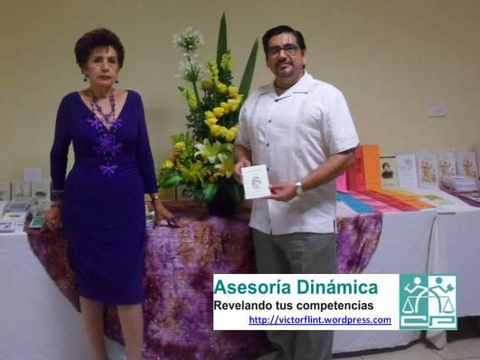 Sra. Irma Arana, Presidenta de APALBA con Víctor Flint Flores Hernánez.