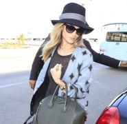 Rosie Huntington-Whiteley and Her Givenchy Bag Look Stunning at the Airport