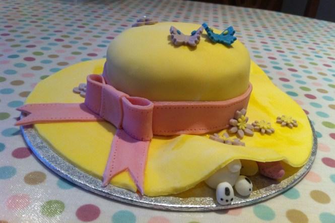 Wedding Cake Ideas Sponge Bare Layer Victoria Berries Inspiration Flowers Http Modernvintageweddings