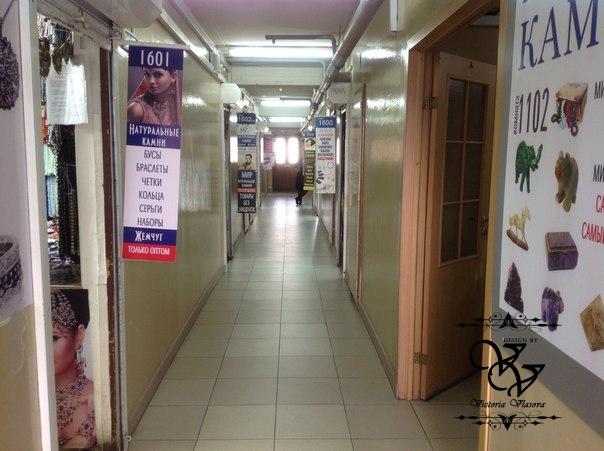 Вид проходов между магазинчиками в ТЦ Севастополь