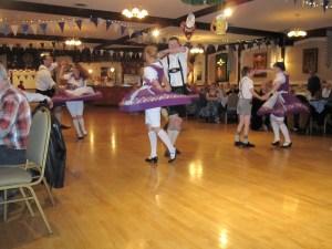 Oktoberfest 2013 dancers twirl_8655