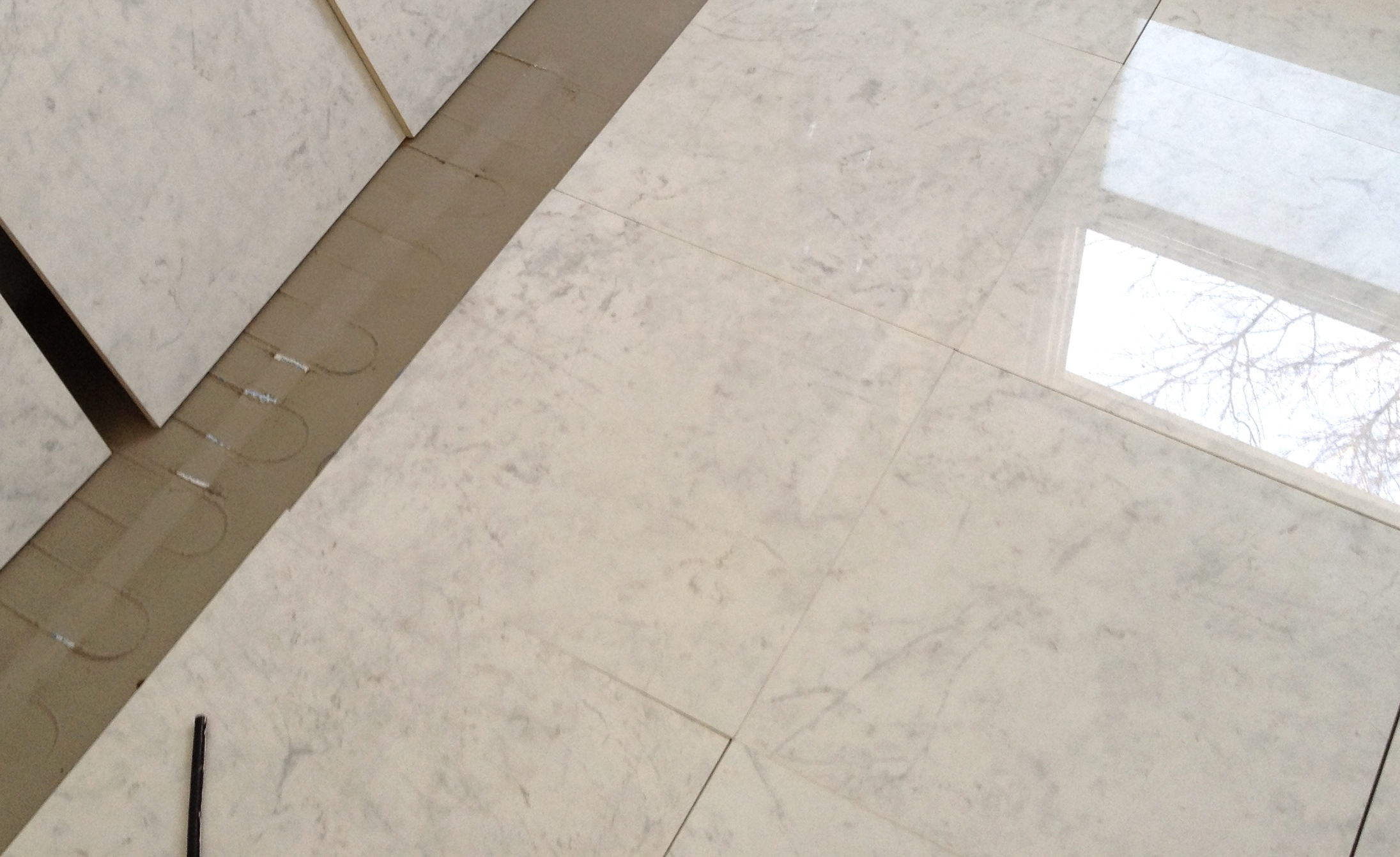 install granite floor tile no grout lines