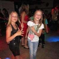 Jo-Ann en Vera tijdens de disco