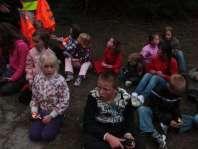 In het donker in het bos