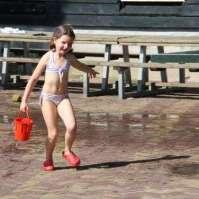 Zo moeder, zo dochter: ook Lara houdt van watergevechten
