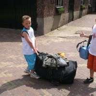 Anthony heeft een flinke tas meegenomen op kamp