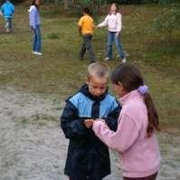 Joshua en Alexandra bekijken elkaars kaartje