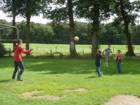 Voetballen als tijdverdrijf tussen de activiteiten door