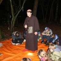 Weerwolvenspel in het donkere bos met Gargamel als spelleider