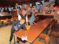 Corvee: even de tafels afdoen na het eten