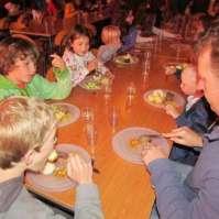 Eten in de grote zaal