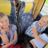 Maria en Jasmijn in de bus