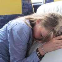 Charlotte ligt lekker te slapen in de bus