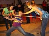 Bram aan het limbodansen