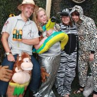 Ook Charles, Jodie, Leonie en Niki gaan verkleed op de foto