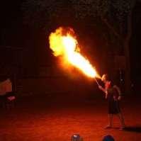 Op de bonte avond hadden we een echte vuurspuwer