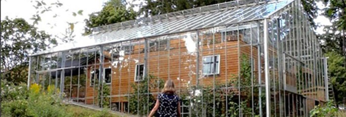 Couple Builds Greenhouse AROUND House to Grow Food and Keep WarmREALfarmacy.com | Healthy News and Information