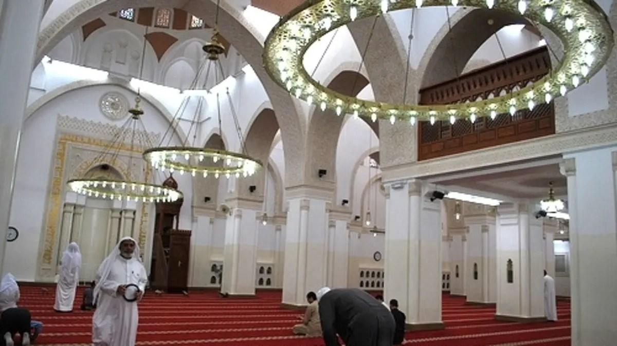 مسجد القبلتين نقطة التحول في القبلة نحو الكعبة