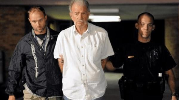 2cc5a29c c36c 4002 b308 d733c6d744ad 16x9 600x338 تری جونز كشيش آمريكايی پیش از سوزاندن هزاران جلد قرآن دستگیر شد