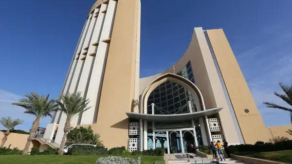 Libyan militias briefly take over Tripoli gov't headquarters