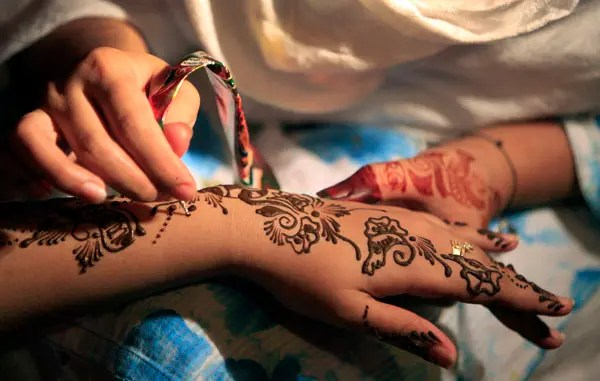From Henna To Honeymoon Wedding Traditions In The Middle
