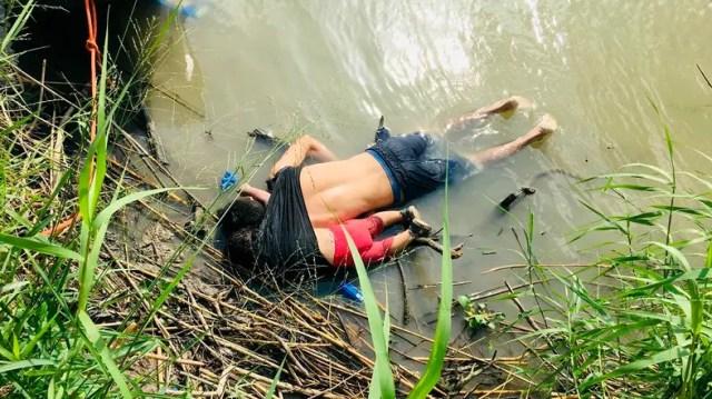 Bildergebnis für Photo of drowned migrants triggers fight over Trump asylum clampdown