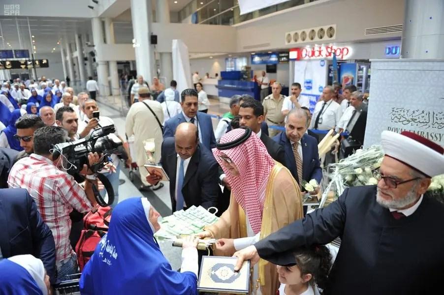 صور السفير السعودي في لبنان يودع حجاج بيت الله