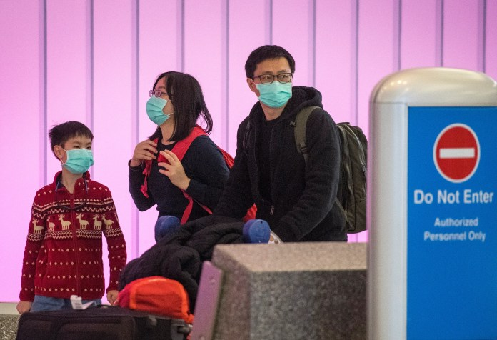 Travelers wear masks for fear of corona while in a US passage from Asia (AFP)