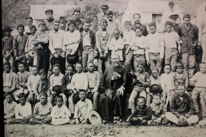 A picture of a number of people affected by leprosy in Kalubaba, Hawaii during the quarantine period