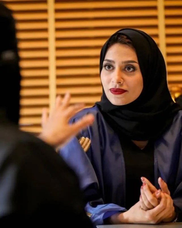 Ilham Ali, as Louloua, is the beautiful director of director 7