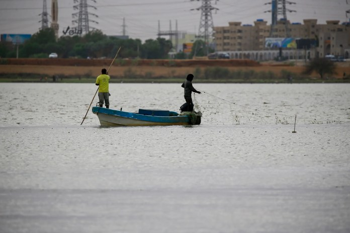 From Khartoum ... a fishing boat in the Nile River (Archives - France Press)