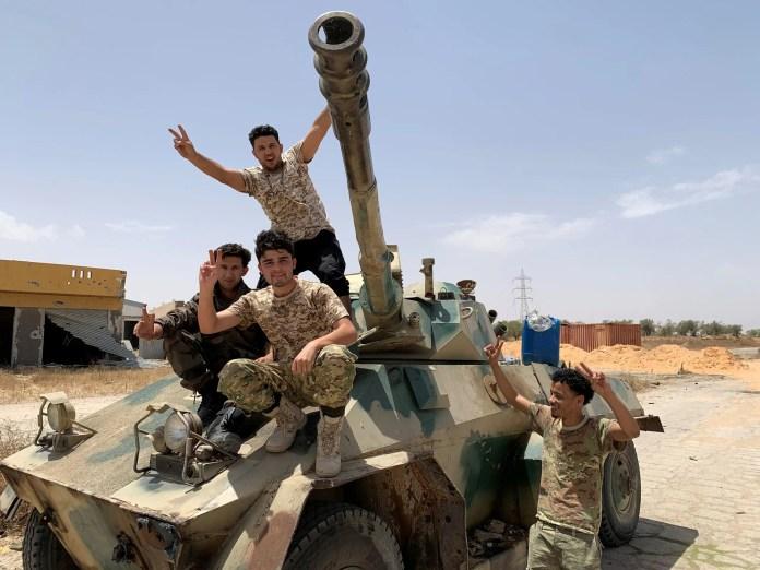 Elements of the al-Wifaq militia in Tripoli (Archives - Reuters)