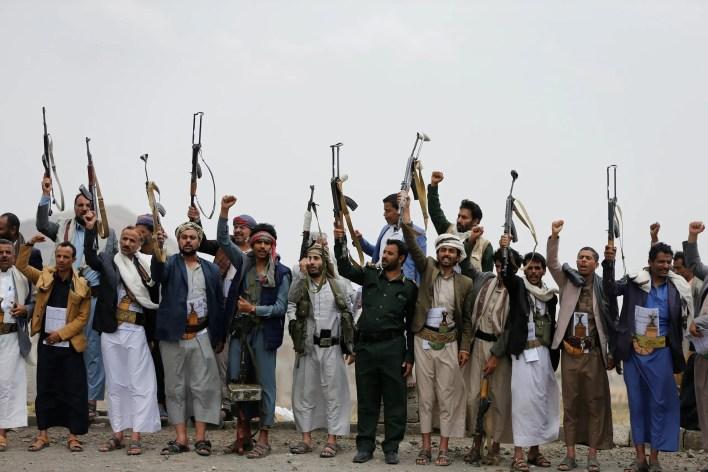 عناصر من ميليشيا الحوثي الإرهابية