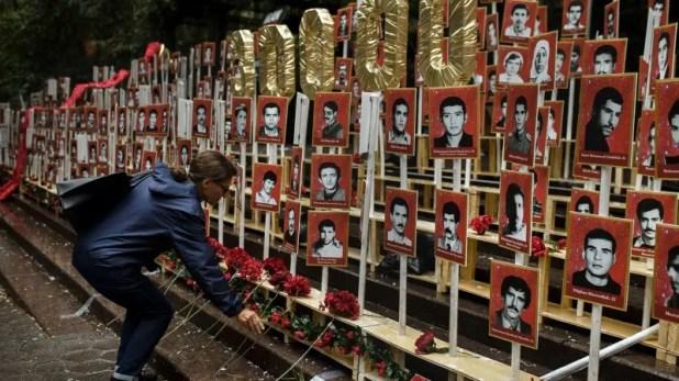 معرض لصور بعض  المعارضين الإيرانيين الذين أعدموا في 1988