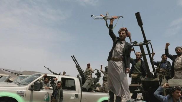 الإرياني: ميليشيات الحوثي لم تخض معارك مع العناصر المتطرفة