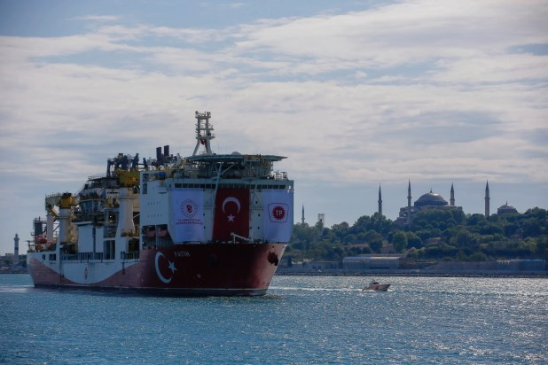 سفينة تركية في شرق المتوسط (أسوشييتد برس)