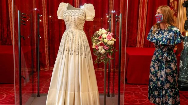 الأميرة بياتريس وثوب زفافها