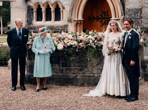 الأميرة بياتريس وعريسها برفقة ملكة بريطانيا وزوجها