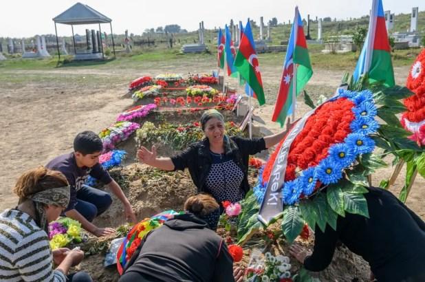 تشييع جثامين ضحايا سقطوا في النزاع بين أرمينيا وأذربيجان