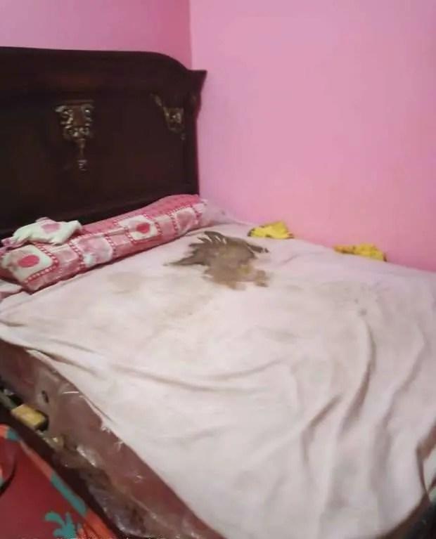 السرير حيث تم العثور على جثة الطفل