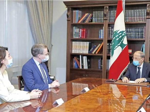 الرئيس اللبناني ميشال عون مستقبلاً الموفد الفرنسي باتريك دوريل