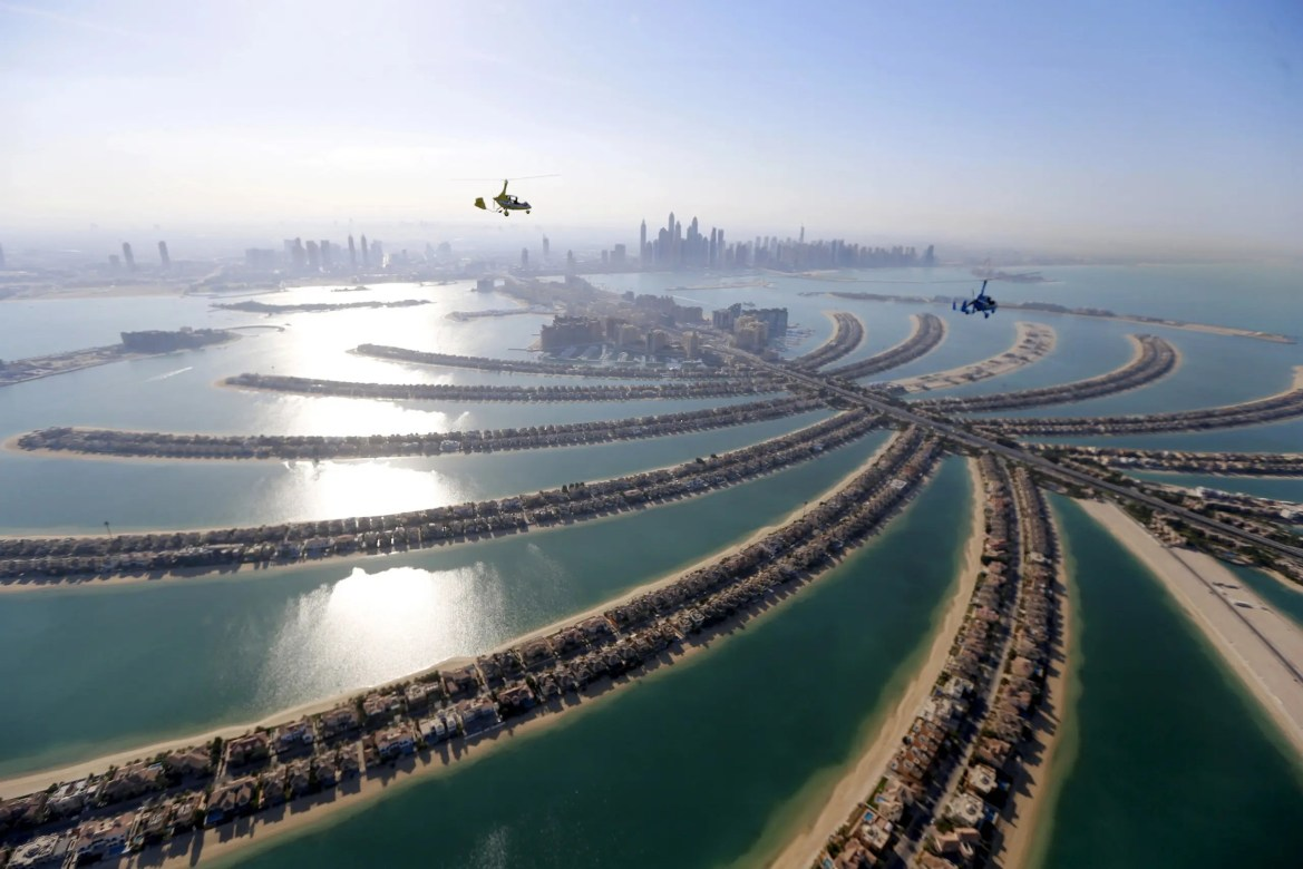 Gyrocopters fly over Dubai during the World Air Games 2015, United Arab Emirates December 9, 2015. (Reuters)