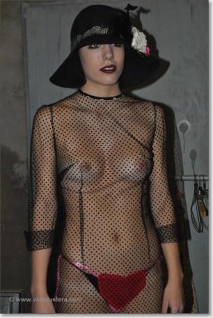 Maria Vega vestida por Roxane Mercerat